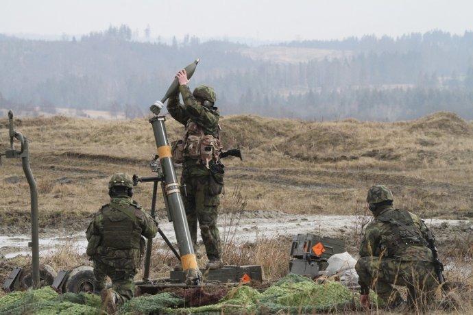 Střelba zminometu při výcviku 71.praporu. Foto:Jana Deckerová, Armáda České republiky
