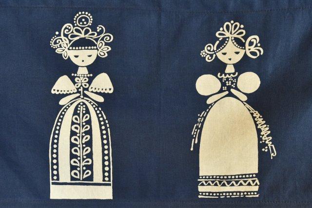 Látka zdobená tradiční barvířskou technikou modrotisku. Foto: ČTK