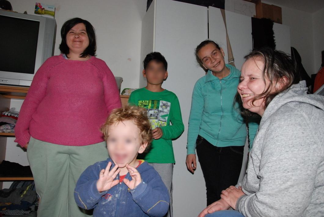Ženy a děti z Domova sv. Máří Magdalény v Jiřetíně pod Jedlovou. Foto: Petra Procházková, Deník N