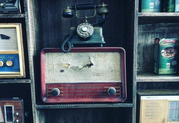 Kvalitně fungující veřejnoprávní rozhlas je zásadní národní instituce, kulturní statek, záruka demokracie. Foto: Unsplash