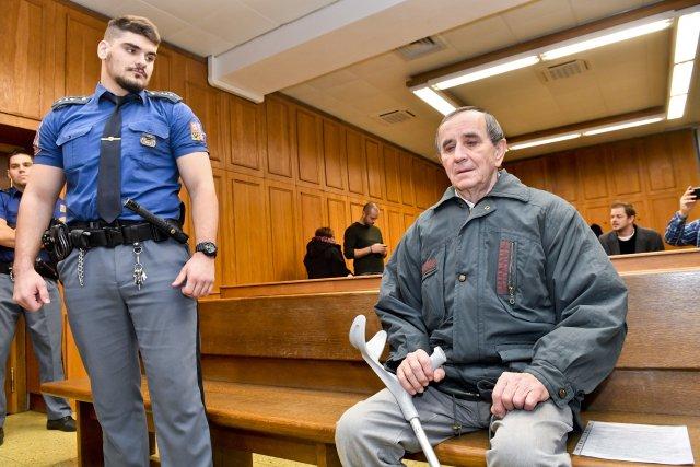 Příznivec SPD Jaromír Balda před soudem. Foto ČTK