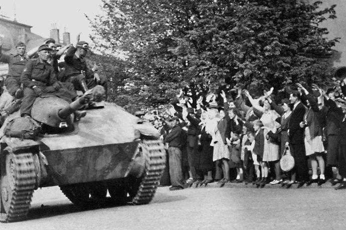 Vlasovci osvobozují Prahu. Foto: Archiv Pavla Žáčka