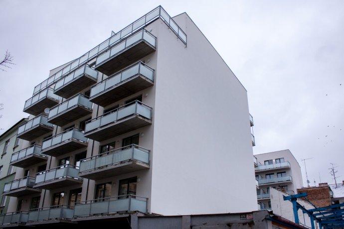 V novostavbě na Přadlácké ulici v brněnských Zábrdovicích koupil loni radní Petr Kratochvíl (ODS) šest bytů s až poloviční slevou. Foto: Karolína Poláčková