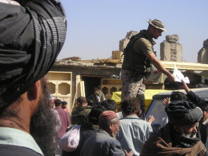 Vojáci mezinárodní koalice přišli do Afghánistánu v roce 2001 po teroristickém útoku na Ameriku. Po téměř dvaceti letech odcházejí. Foto: Petra Procházková, Deník N