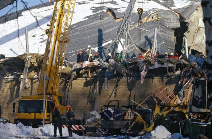 Dvacet osm lidí zahynulo pod troskami moskevského aquaparku Transvaal, který se kvůli konstrukční chybě zřítil 14. února 2004. Foto: Alexandr Poljakov, Ria Novosti, Wikimedia CC BY-SA 3.0