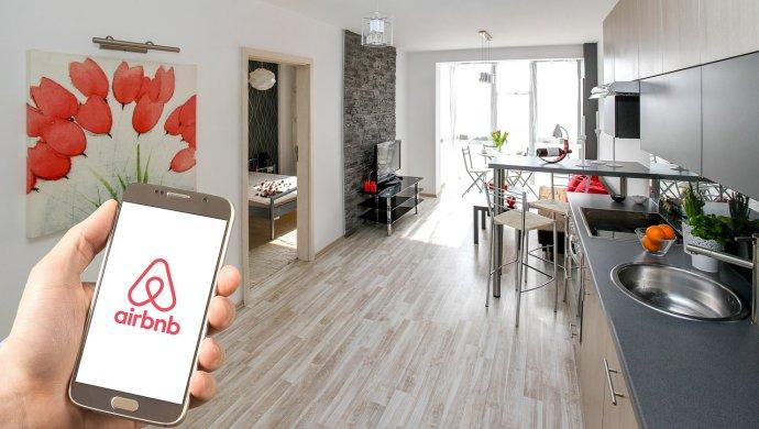 Podle dostupných statistik se vcentru Prahy nabízejí přes Airbnb hlavně celé byty. Řada znich má tři avíce ložnic. Ilustrační foto: Pixabay