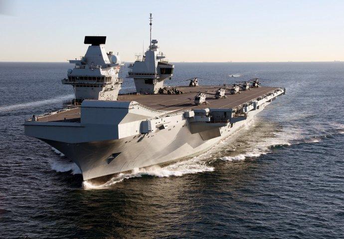 Už rok brázdí oceány nová britská letadlová loď HMS Queen Elisabeth, symbol námořní síly ostrovního království. Foto: Dave Jenkins, InfoGibraltar