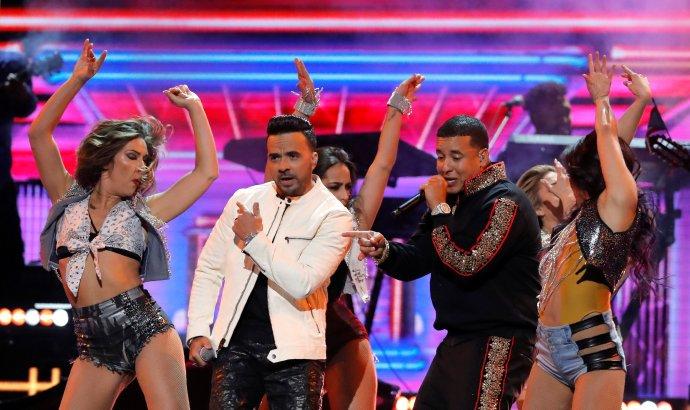 Nikdo jiný nedosáhl na YouTube tolik zhlédnutí jako Luis Fonsi a Daddy Yankee s hitem Despacito. Foto: Lucas Jackson, Reuters