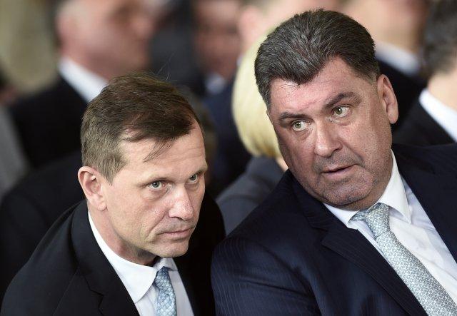 Mediální magnát Jaromír Soukup (vlevo) a prezidentův poradce Martin Nejedlý před druhou inaugurací prezidenta Miloše Zemana 8. března 2018 na Pražském hradě. Foto: ČTK
