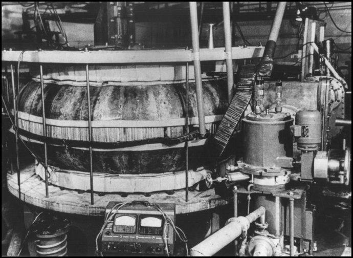 Tokamak T-1, první pokus o nukleární fúzi pro energetické účely. Moskva, 1957