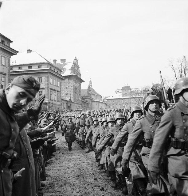 Říšská branná moc obsazuje Pražský hrad. Snímek pochází z 15. března 1939. Foto: ČTK