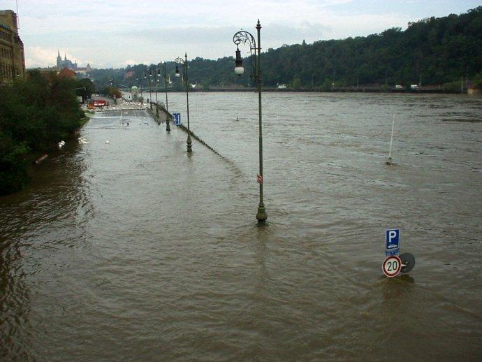 Tisíciletá voda v roce 2002. Většina Pražanů ji zatím pamatuje dobře. Jak dlouho to vydrží? Foto: Effenberger, Panoramio