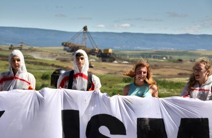 Za vniknutí do dolu Bílina musí desítky aktivistů platit pokuty až patnáct tisíc korun. Foto: Karolína Poláčková