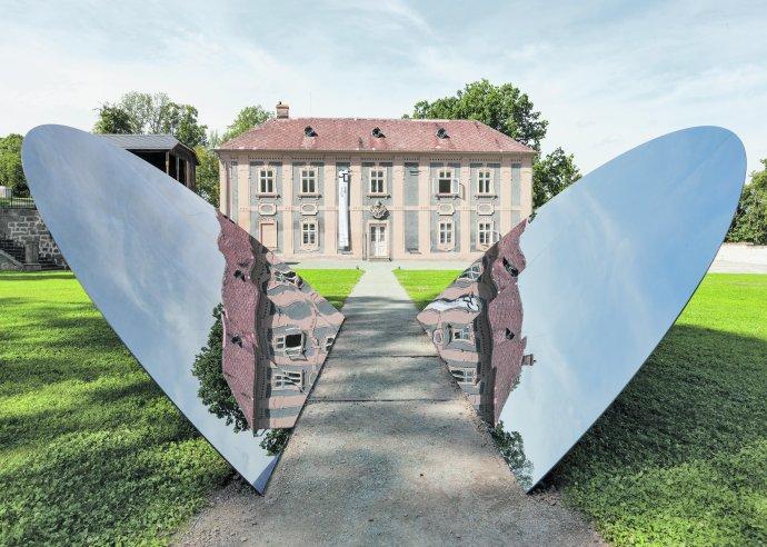Instalace Václava Ciglera a Michala Motyčky v klášterní zahradě Broumov, 2016. Foto: archiv M. Motyčky.