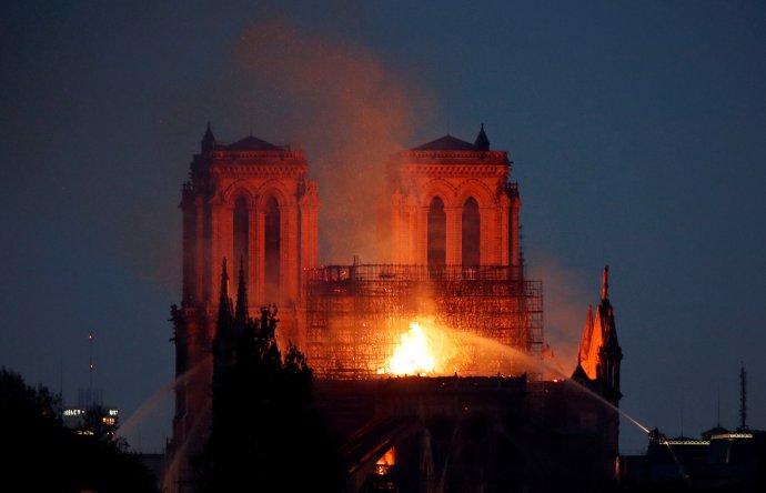 Požár katedrály Notre-Dame v Paříži. Foto: Reuters