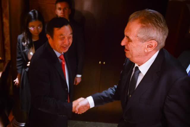 Prezident Zeman na jednání s vedením společnosti Huawei. Zdroj: Facebook prezidenta