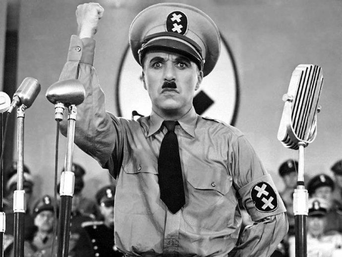 """""""Diktátoři osvobozují sami sebe, ale zotročují lid!"""" říká Charlie Chaplin ve svém možná nejznámějším filmu Diktátor. Foto: Wikimedia Commons"""