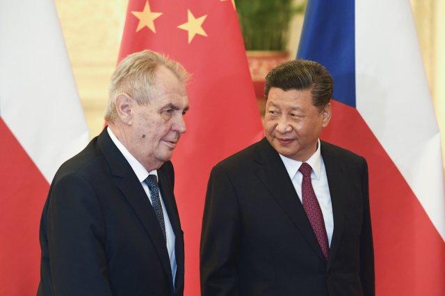 Prezident Miloš Zeman se svým čínským protějškem Si Ťin-pchingem. Foto: ČTK/AP