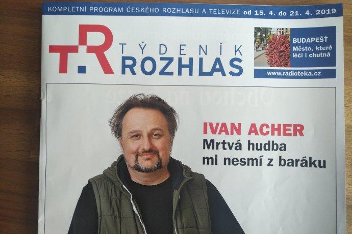 Titulní stránka Týdeníku rozhlas poutající na rozhovor shudebním skladatelem Ivanem Acherem. Foto:Jan Moláček, DeníkN