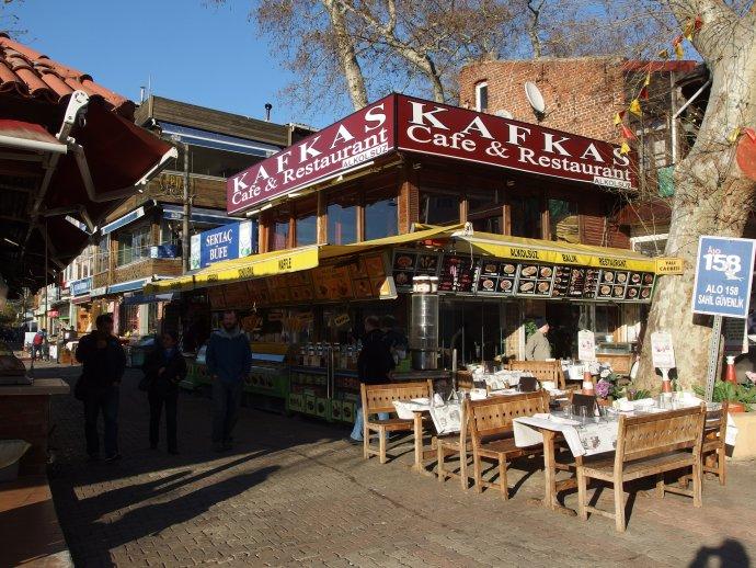 Rychlé občerstvení Kafkas café restaurant vIstanbulu. Foto:Mark Ahsmann, Wikimedia Commons, CCBY-SA3.0