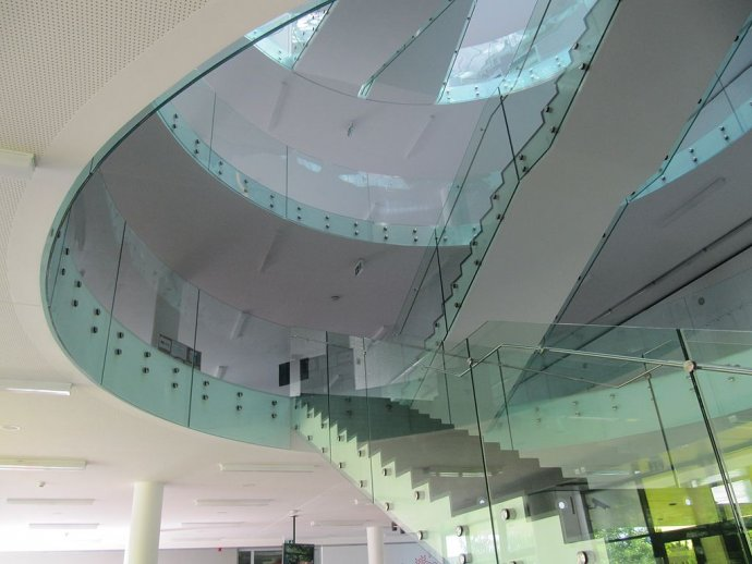 Přírodovědecká fakulta v Olomouci disponuje vedeckými výsledky stejně působivými, jako je vzhled její budovy. Foto: Palickap, Wikimedia