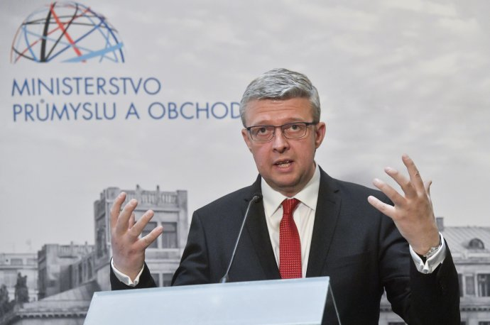 Přesné znění dotazníku, který chce ministr průmyslu aobchodu Karel Havlíček poslat zájemcům odostavbu Dukovan, nebude veřejné. Foto:ČTK