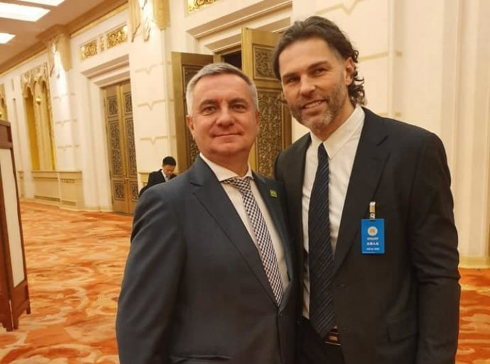 Hokejista Jaromír Jágr (vpravo) a hradní kancléř Vratislav Mynář. Foto: Facebook Alex Mynářové