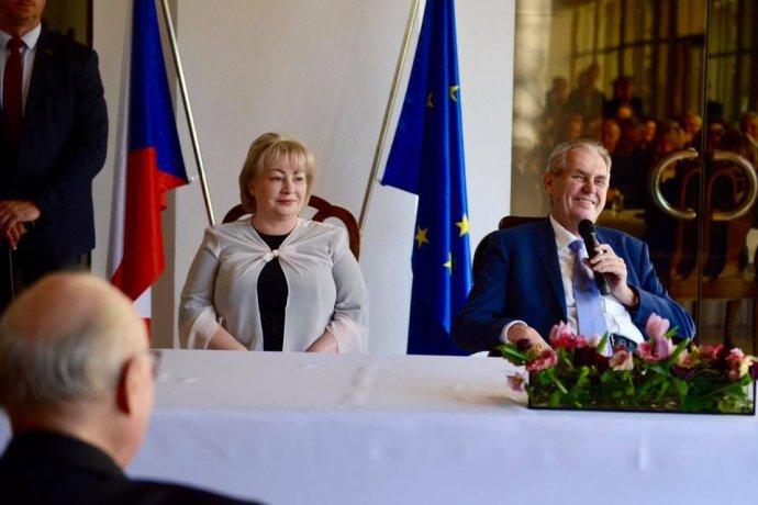Prezident Miloš Zeman se svojí manželkou Ivanou při setkání s krajany. Foto: Facebook Jiřího Ovčáčka
