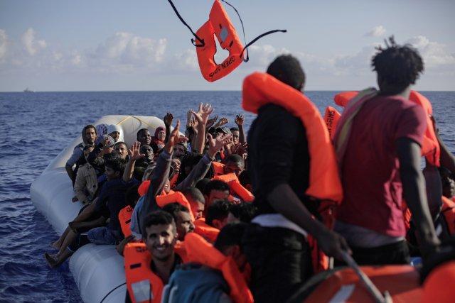 Záchrana migrantů ve Středozemním moři. Foto:ČTK/AP