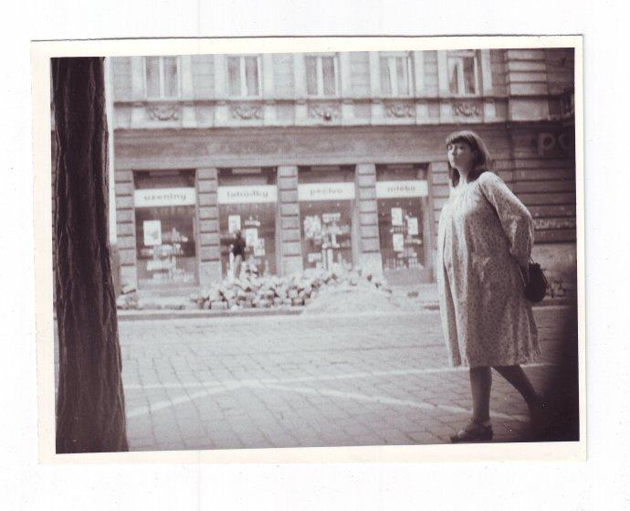 Akce Baletka – snímek StB ze sledování těhotné Ivanky Hyblerové-Lefeuvre. Foto: Archiv bezpečnostních složek