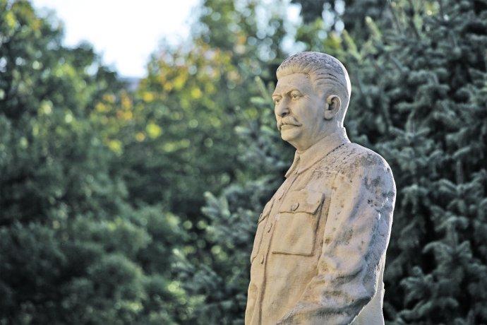 Nejúspěšnějšího masového vraha Stalina obdivuje dodnes většina Rusů, za Hitlerem šlo téměř celé Německo. Slušný člověk nemá proti mocensky zakotvenému psychopatovi šanci. Foto: Fotolia