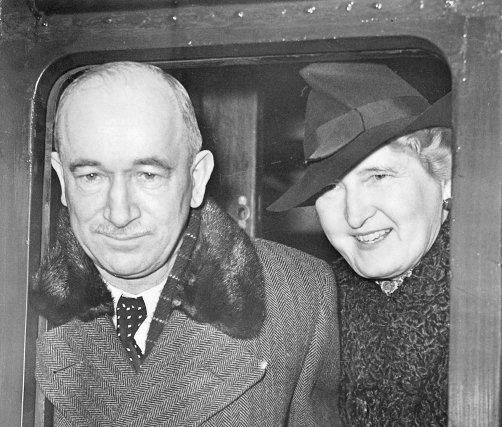 Ponížený prezident. Edvarda Beneše a jeho paní Hanu zachytil fotograf krátce po mnichovské krizi v roce 1938 na londýnském nádraží před jejich cestu do amerického exilu. Foto: ČTK/Süddeutsche Zeitung/Scherl