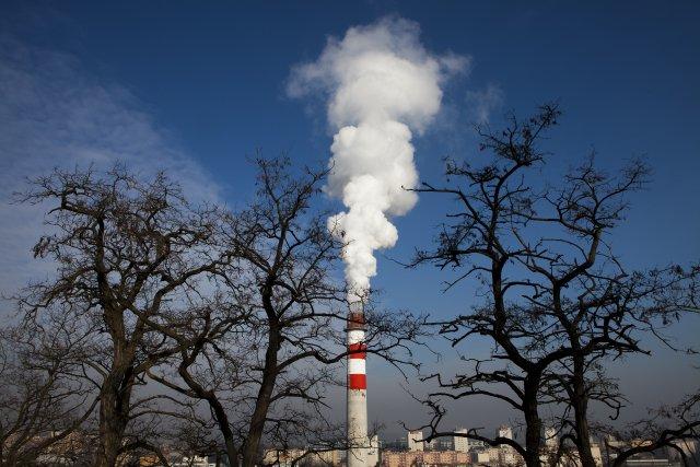 Pohled na sídliště Červený Vrch akomín plynové teplárny Veleslavín vPraze. Foto:ČTK