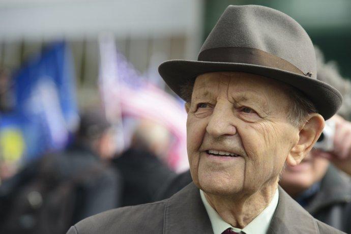 Bývalý politik agenerální tajemník ÚVKSČ Miloš Jakeš při prvomájových oslavách na pražském Výstavišti. Foto:ČTK