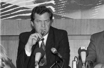 Zdeněk Zbytek na tiskové konferenci firmy Svobodná zóna Severní Čechy v roce 1993. Foto: ČTK