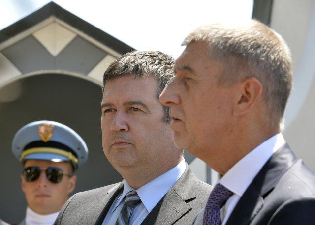 Vicepremiér Jan Hamáček a předseda vlády Andrej Babiš po jednání s prezidentem v Lánech. Foto: ČTK