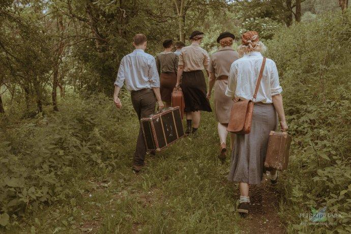 Vzdělávací hra Čára přenesla účastníky do pohraničního pásma na podzim 1950. Foto: Petr Zip Hájek