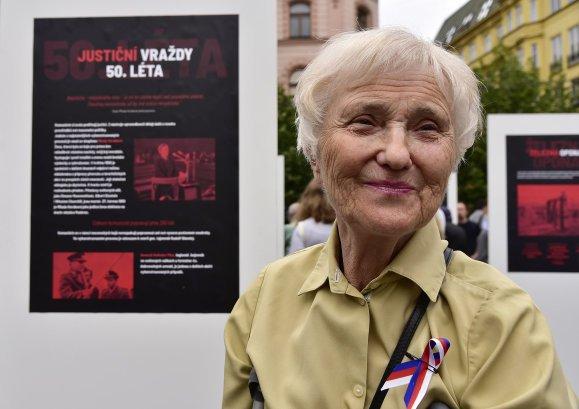 Zdena Mašínová navštívila loni v létě akci na připomínku obětí komunistické totality, která se konala na náměstí Svobody. Foto: ČTK