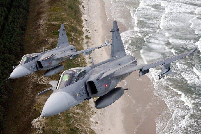 České stíhací letouny Gripen budou hlídkovat nad Pobaltím už potřetí. Kromě toho mají Češi za sebou také tři mise na Islandu. Foto: Armáda ČR