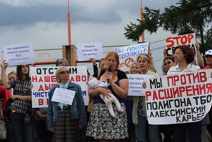 Lidé protestují proti skládkám, které svým majitelům přinášejí obrovské zisky, po celém Rusku. Zdroj: Wikimedia Commons