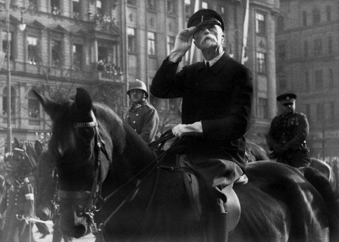 """Když Tomáši Garrigue Masarykovi předložili návrh prozatímní ústavy sminimem prezidentských pravomocí, prý jej komentoval slovy """"tož to ne"""". Foto:ČTK / Sueddeutsche Zeitung Photo / Scherl"""