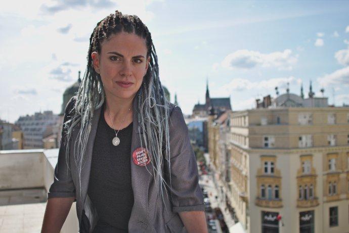 """""""Snažím se moc se neradovat, ani moc nevyšilovat, emoce si nechávám na doma."""" Kamila Zlatušková. Foto: Karolína Poláčková pro Deník N"""