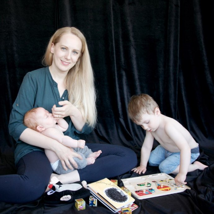 """Většinu času teď Petra tráví doma s dětmi, práci se obvykle věnuje, když jejímu manželovi """"vypadne"""" klient. Foto: Lilian Spoor"""