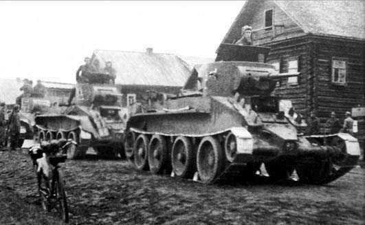 Lehké – a staré – sovětské tanky BT-5 při obsazování Polska v září 1939. Foto: Autor neznámý
