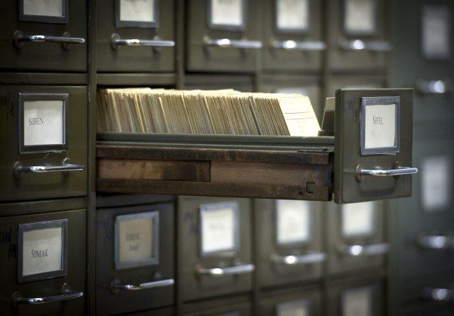 Část kartotéky Archivu bezpečnostních složek, který spravuje kolem 20 kilometrů archiválií. Foto: ČTK