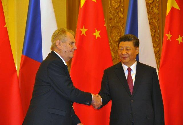 Český prezident Miloš Zeman (vlevo) se 28. dubna 2019 v Pekingu setkal s čínským prezidentem Si Ťin-pchingem. Foto: ČTK