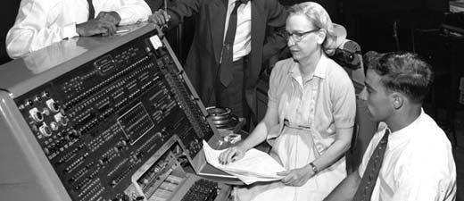 Grace Hopperová upočítače Univac někdy koncem padesátých let. Foto: Public Resource.org