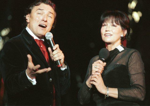 Karel Gott a Marta Kubišová během předvánočního koncertu v Lucerně v roce 1996. Foto: ČTK