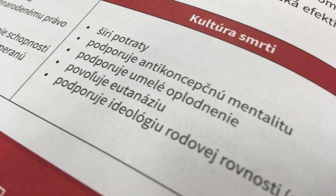 Snímek ze slovenské školní učebnice náboženství. Foto: Denník N