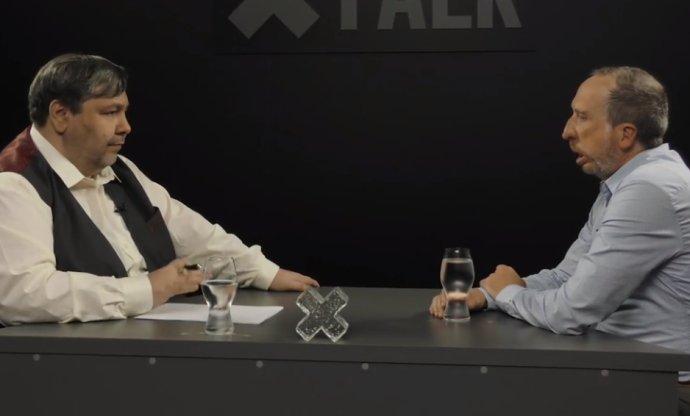 """""""Na závěr mám pro vás jednu dobrou zprávu, pane Klausi. Až budou volby, tak máte jistý jeden hlas."""" Screenshot z vysílání XTV"""